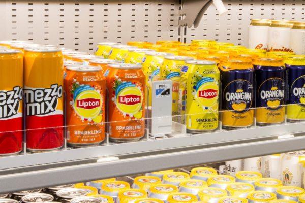 Getränkedosen mit Vorschub